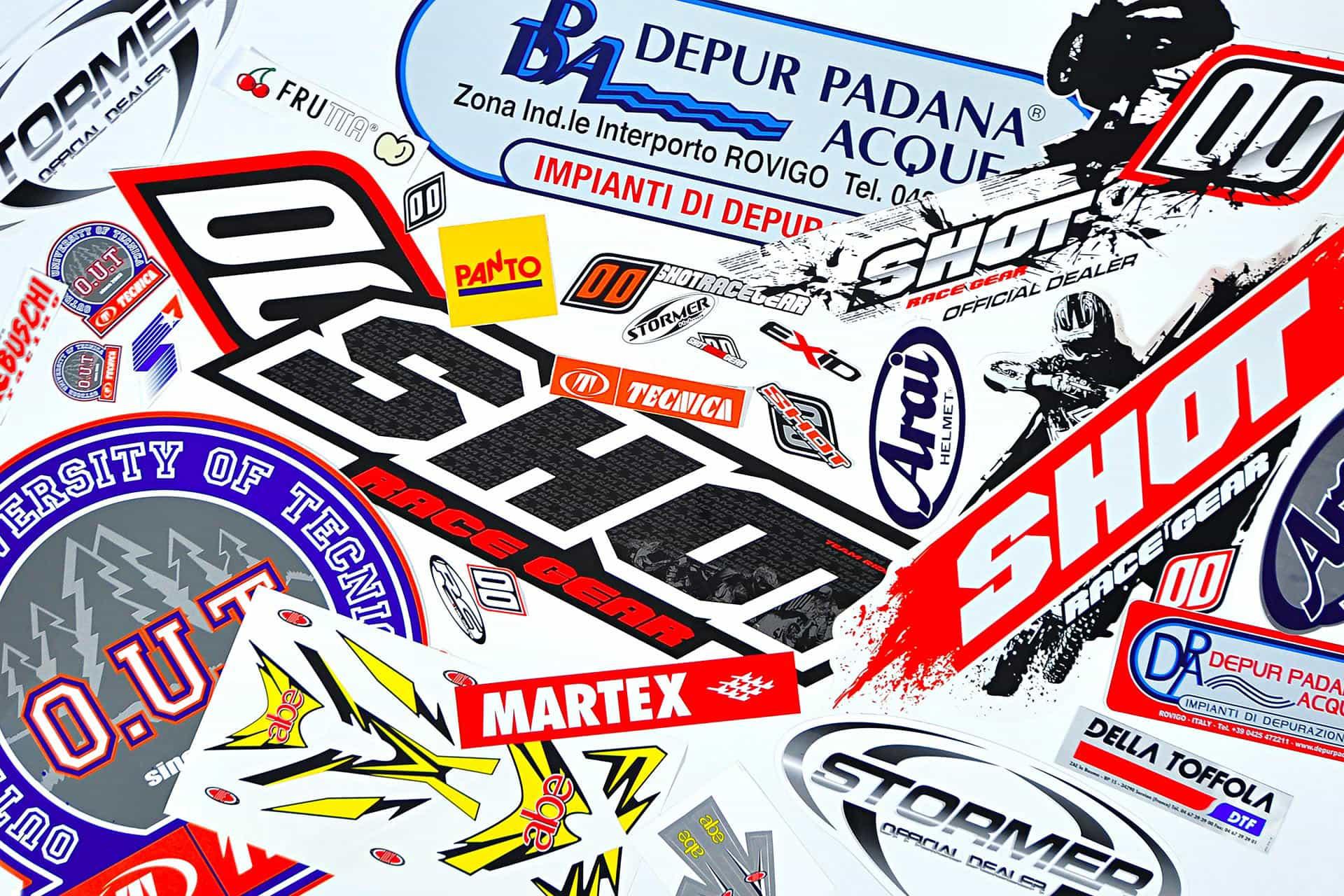 Stampa Etichette adesive piccole e grandi dimensioni