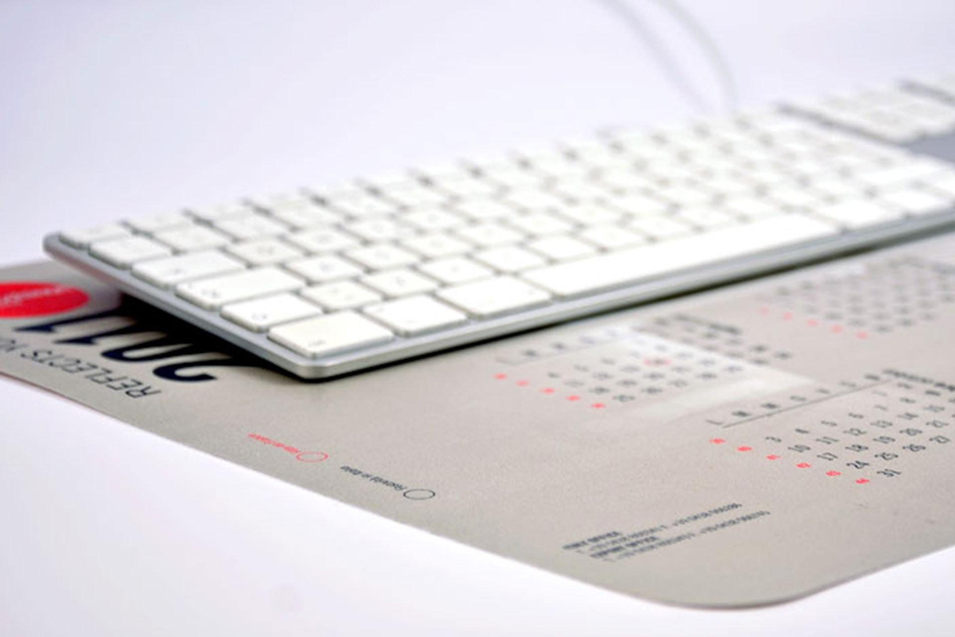 Sottomano da scrivania con calendario