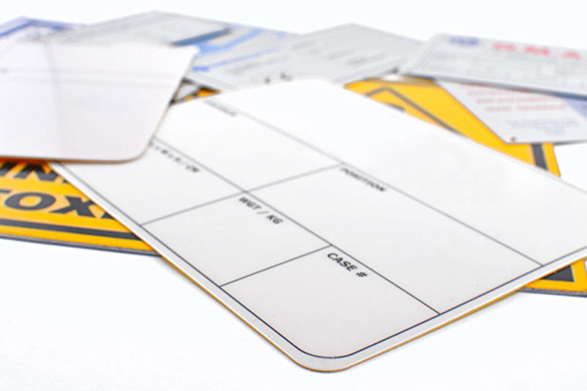 Targhe in PVC con biadesivo telato serigrafate