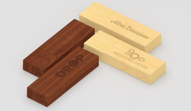 FLASH DRIVE IN LEGNO